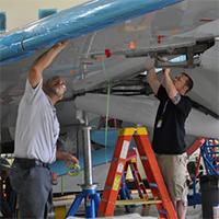 Aircraft-Technicians-Dallas-TX-NTSB-Wikipedia-200