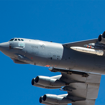 B-52-Carries-ARRW-IMV-USAF-Wikipedia-200