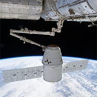 ISS-grabs-Dragon