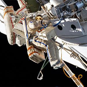 Oleg-Novitskiy-and-Pyotr-Dubrov-ISS-Sapcewalk-NASA-200