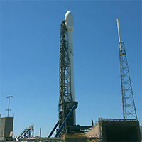 SpaceX-Falcon9-ready-to-launch-NASA-200
