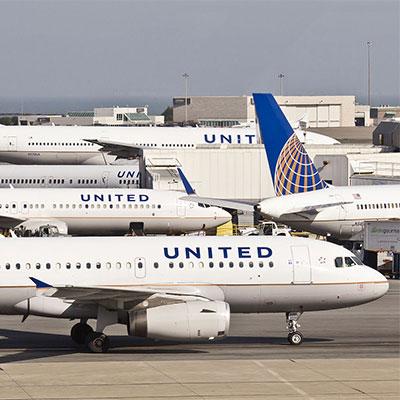 UA-aircraft-at-gates-wiki-200